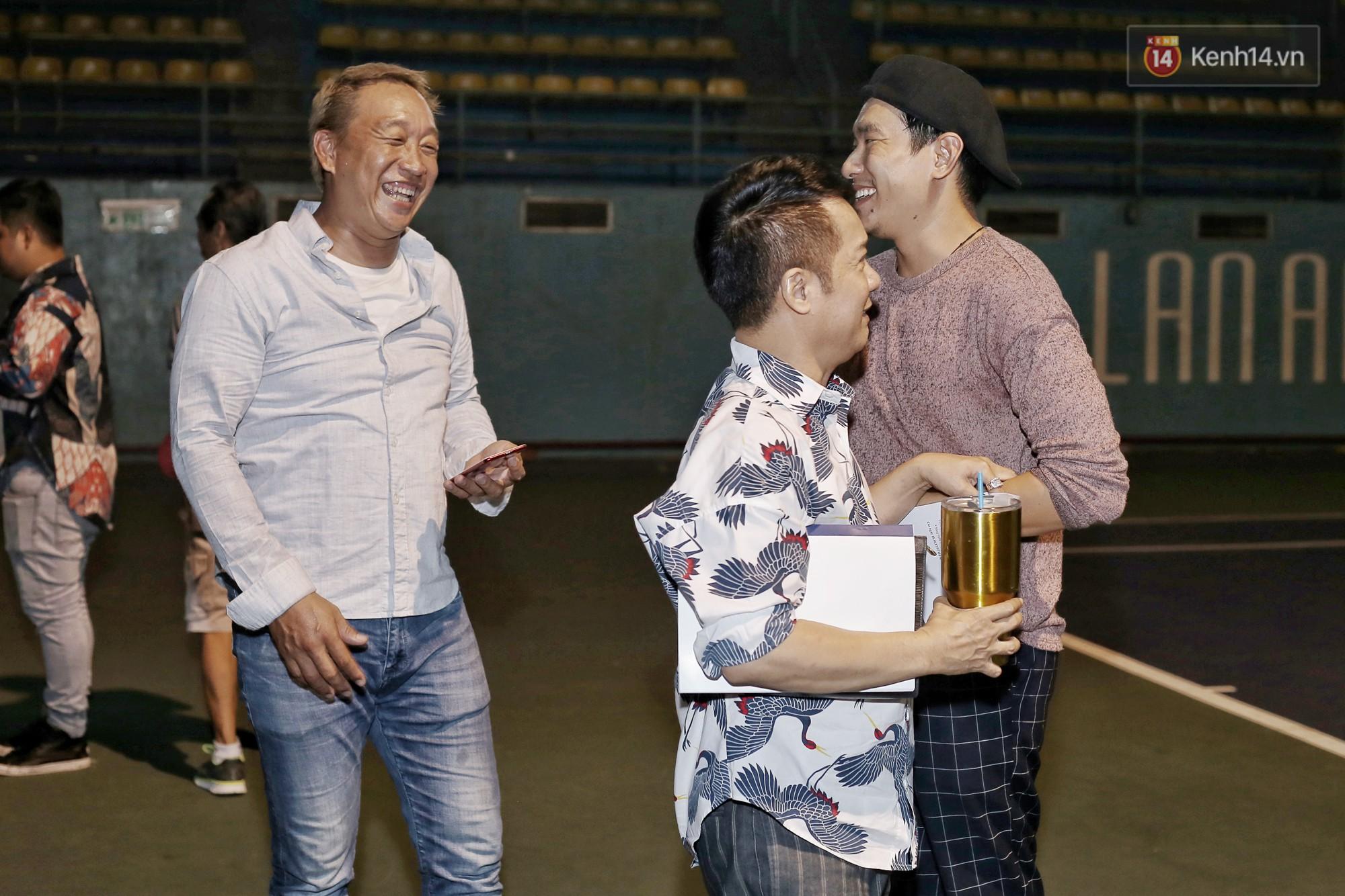 Hoài Lâm chính thức lộ diện sau nửa năm giải nghệ, cùng vợ chồng Khởi My tập luyện trước thềm liveshow Hoài Linh - Ảnh 12.