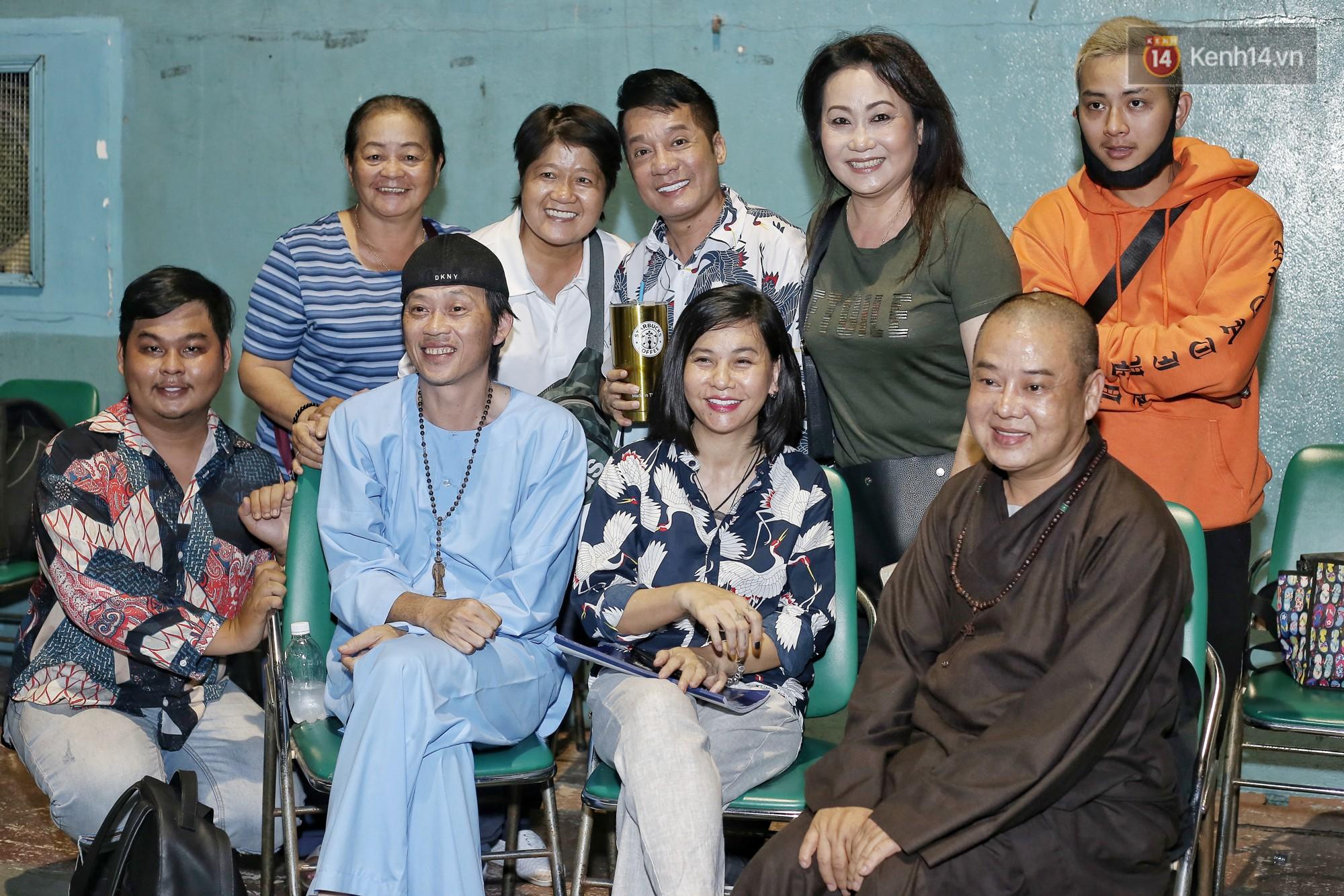 Hoài Lâm chính thức lộ diện sau nửa năm giải nghệ, cùng vợ chồng Khởi My tập luyện trước thềm liveshow Hoài Linh - Ảnh 9.