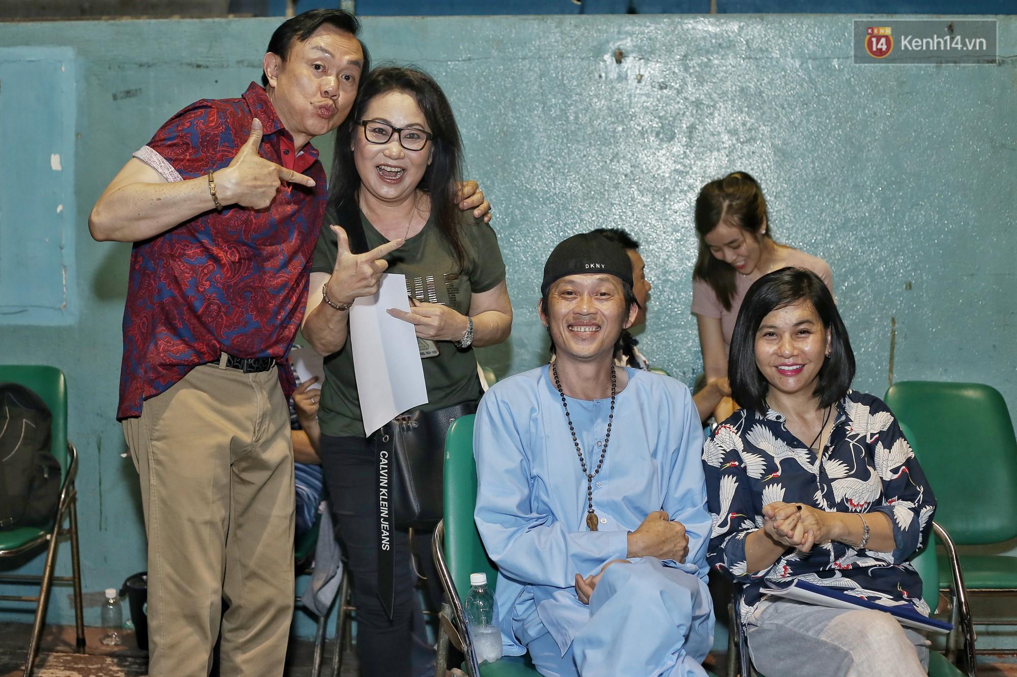 Hoài Lâm chính thức lộ diện sau nửa năm giải nghệ, cùng vợ chồng Khởi My tập luyện trước thềm liveshow Hoài Linh - Ảnh 11.