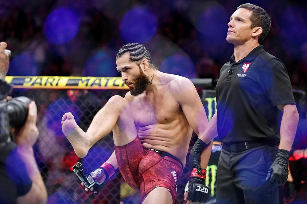 Tung đòn gối uy lực, võ sĩ cho đối thủ bất bại đổ gục bất động, lập nên kỷ lục chưa từng có trong lịch sử giải MMA lớn nhất hành tinh - Ảnh 6.