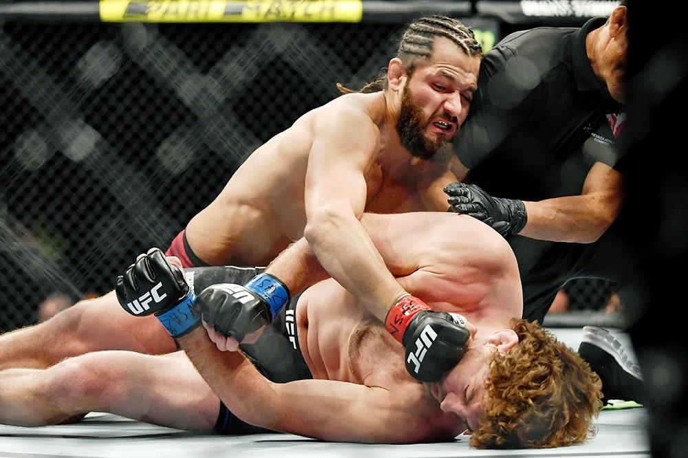 Tung đòn gối uy lực, võ sĩ cho đối thủ bất bại đổ gục bất động, lập nên kỷ lục chưa từng có trong lịch sử giải MMA lớn nhất hành tinh - Ảnh 3.