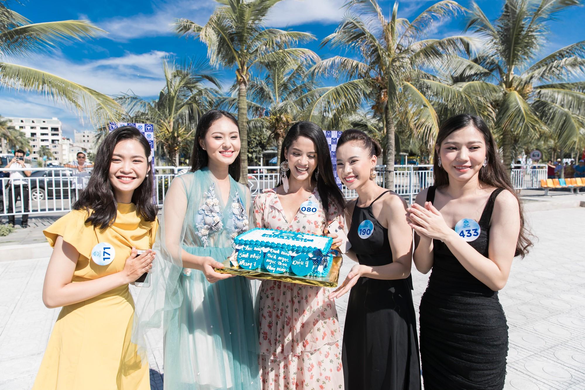 Sau tin đồn có bạn trai, Đỗ Mỹ Linh tươi tắn xuất hiện đồng hành cùng thí sinh Miss World Việt trước đêm thi quan trọng - Ảnh 11.