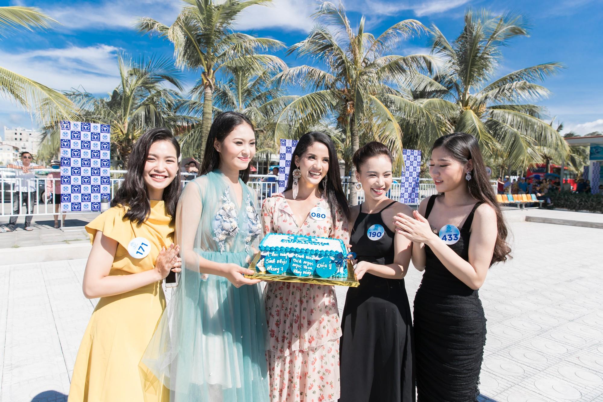 Sau tin đồn có bạn trai, Đỗ Mỹ Linh tươi tắn xuất hiện đồng hành cùng thí sinh Miss World Việt trước đêm thi quan trọng - Ảnh 10.