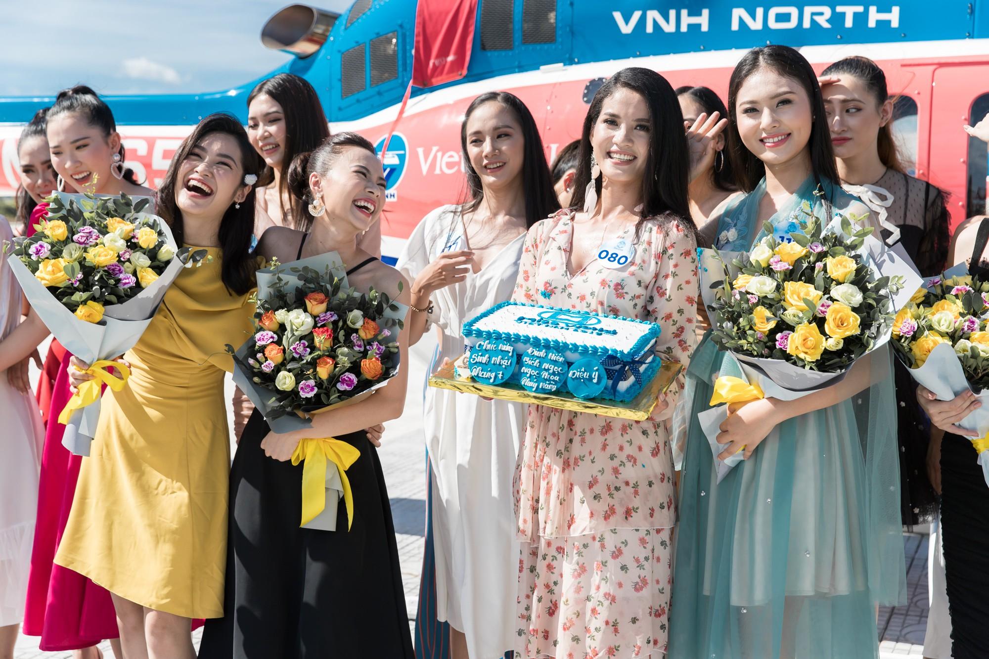 Sau tin đồn có bạn trai, Đỗ Mỹ Linh tươi tắn xuất hiện đồng hành cùng thí sinh Miss World Việt trước đêm thi quan trọng - Ảnh 8.
