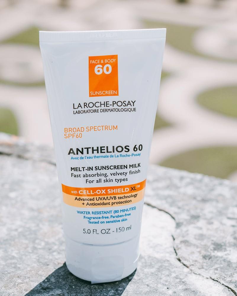Để đối phó với mùa hè siêu phá da, các bác sĩ da liễu không thể sống thiếu những sản phẩm skincare này - Ảnh 2.