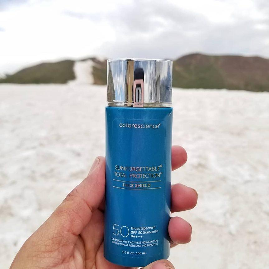 Để đối phó với mùa hè siêu phá da, các bác sĩ da liễu không thể sống thiếu những sản phẩm skincare này - Ảnh 3.
