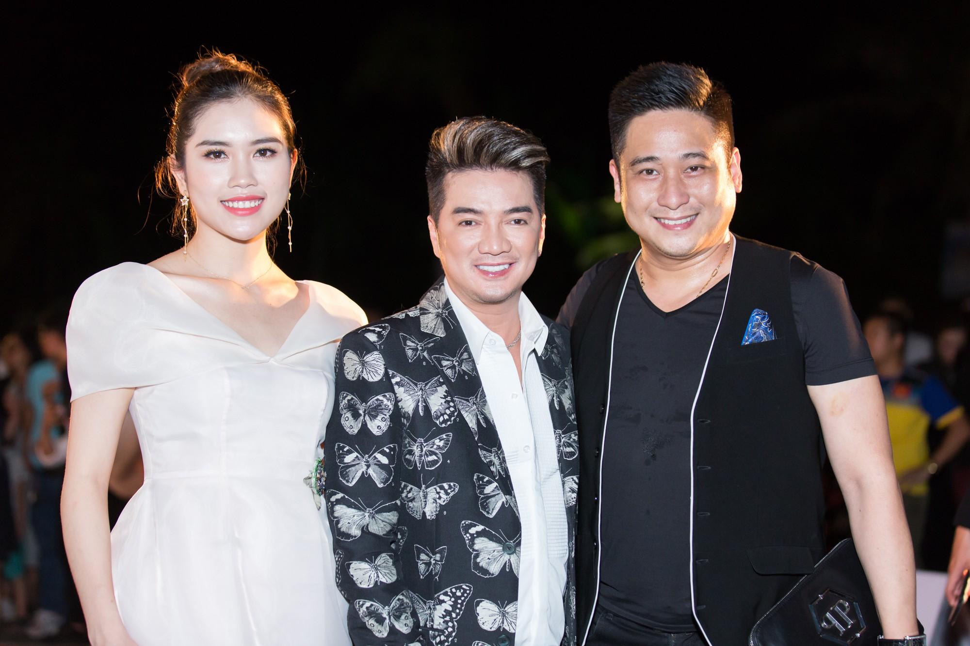 Mỹ Linh nổi bần bật xuất hiện sau nghi án tình ái, Tiểu Vy khoe khéo vòng 1 trên thảm đỏ Chung khảo phía Bắc Miss World Việt Nam 2019 - Ảnh 8.