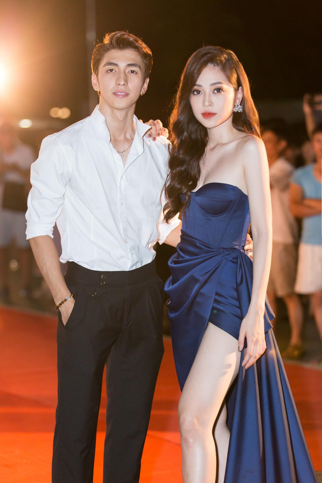 Mỹ Linh nổi bần bật xuất hiện sau nghi án tình ái, Tiểu Vy khoe khéo vòng 1 trên thảm đỏ Chung khảo phía Bắc Miss World Việt Nam 2019 - Ảnh 5.