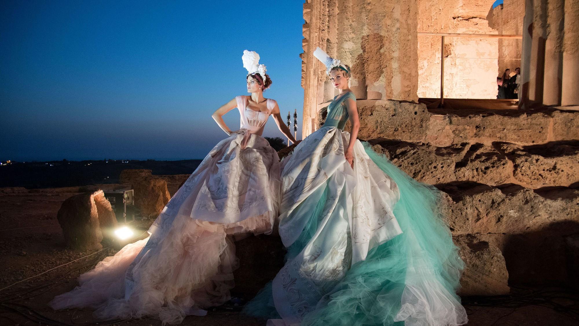 Sững sờ chiêm ngưỡng các nữ thần Hy Lạp bằng xương bằng thịt tại show diễn của Dolce&Gabbana - Ảnh 5.