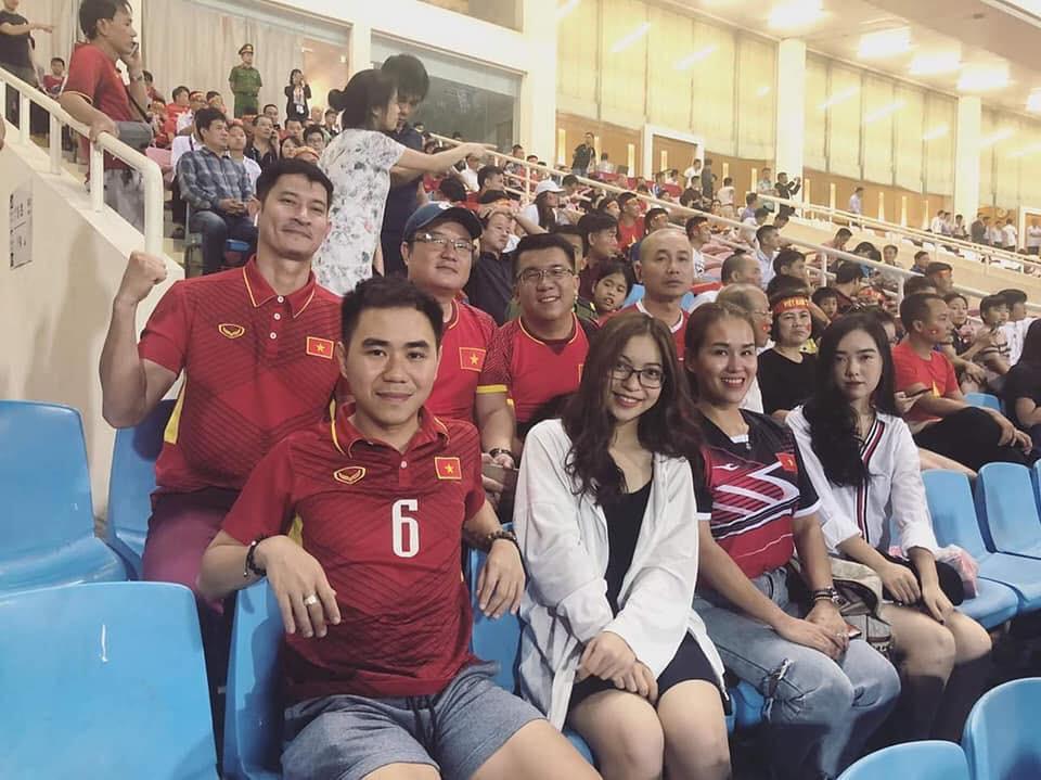 Kể nhanh chuyện tình yêu của Chinh Đen và Mai Hà Trang: Bị fan tóm cảnh hẹn hò, lộ ảnh về ra mắt gia đình và quyết định công khai - Ảnh 3.