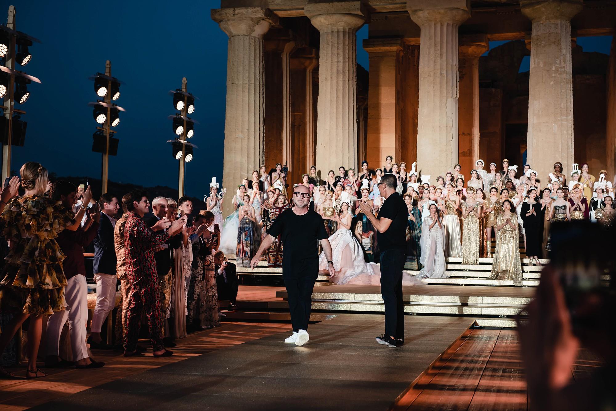 Sững sờ chiêm ngưỡng các nữ thần Hy Lạp bằng xương bằng thịt tại show diễn của Dolce&Gabbana - Ảnh 9.