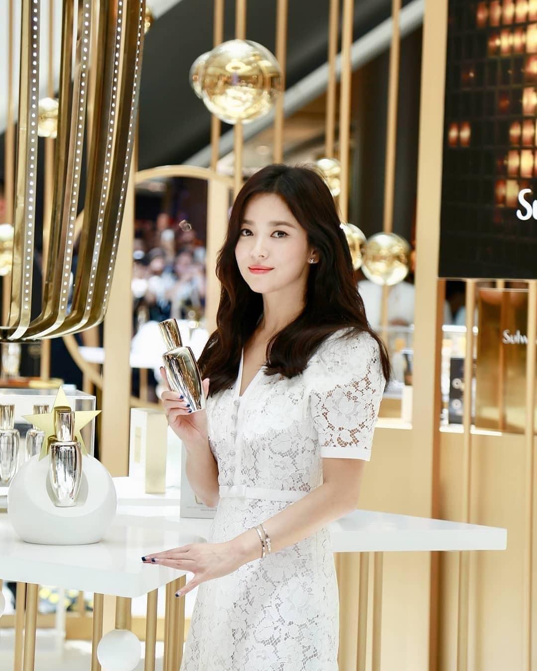 Clip đưa Song Hye Kyo lên top 1 tin hot nhất Hàn: Nhờ 1 câu nói của fan, mỹ nhân nở nụ cười đầu tiên giữa bão ly hôn - Ảnh 7.
