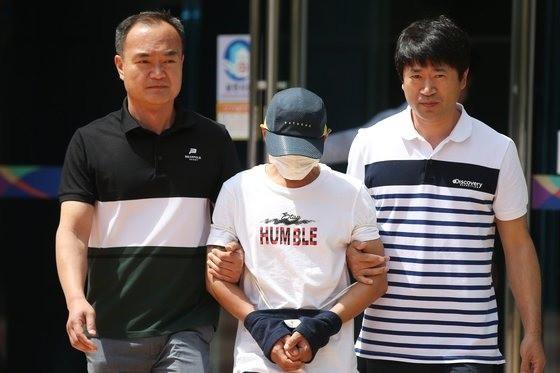 Chồng Hàn đánh vợ người Việt suốt 3 tiếng đồng hồ lộ diện trước tòa án, dân mạng đề nghị bỏ tù lập tức - Ảnh 2.