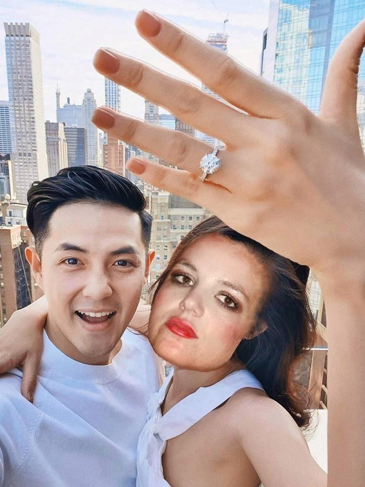 """Đông Nhi được cầu hôn bằng nhẫn kim cương, dân mạng """"đu trend"""" học ngay dáng pose khoe nhẫn theo cách lầy lội - Ảnh 10."""