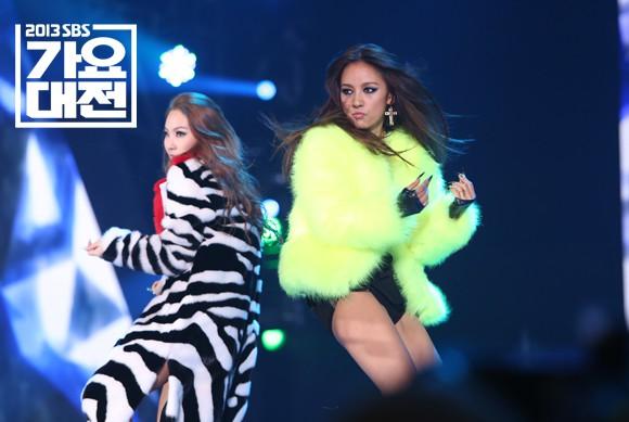 Xem lại màn trình diễn huyền thoại của CL và Lee Hyori, netizen thổn thức: Các chị đại của Kpop đã đi đâu hết rồi? - Ảnh 1.