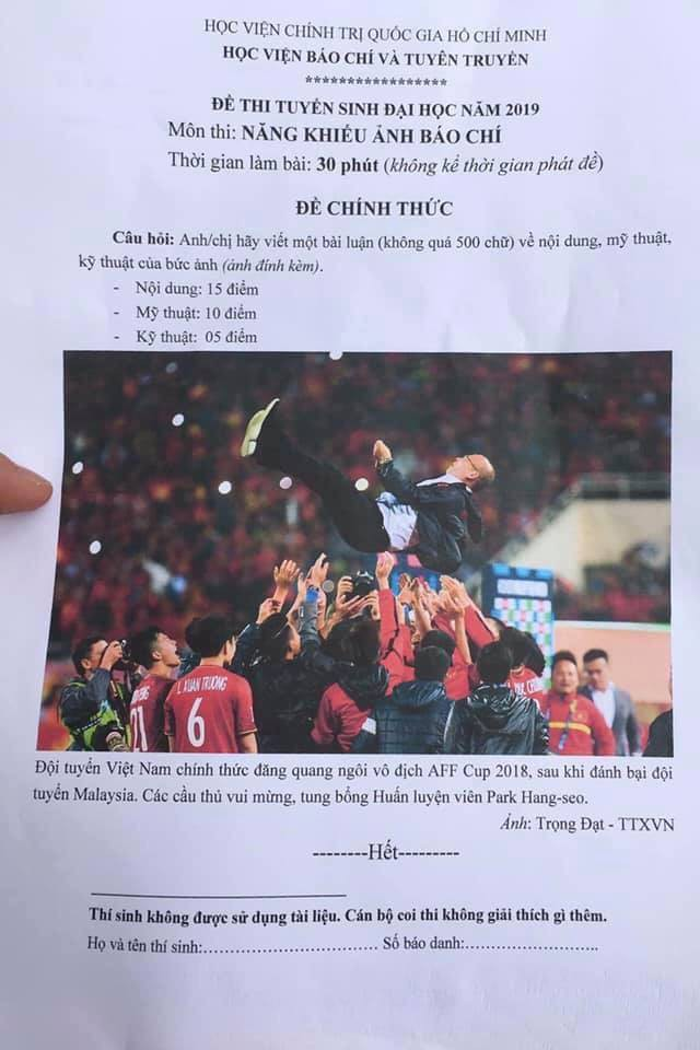 Đề thi để trở thành phóng viên của Học viện Báo chí: Từ bức ảnh Việt Nam ăn mừng chiến thắng AFF CUP 2018, viết 1 bài 500 chữ - Ảnh 7.