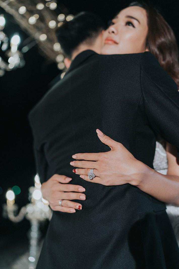 Nhẫn cầu hôn của các người đẹp Việt: Chiếc nào chiếc nấy đính kim cương siêu to với mức giá siêu khủng - Ảnh 7.