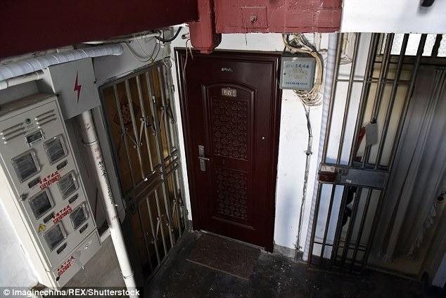 Cãi vã vì mâu thuẫn, chồng giết vợ rồi giấu xác trong tủ lạnh suốt hơn 3 tháng, lấy tiền nạn nhân đi du lịch cùng người phụ nữ khác - Ảnh 2.