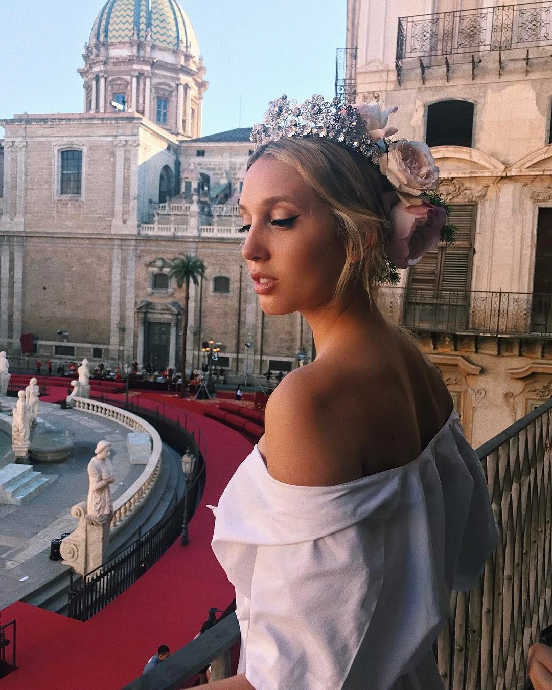 Công chúa từng vướng tin đồn tình cảm với hoàng tử Harry: Xinh đẹp, gợi cảm, cao 1m65 vẫn khiến các nhà mốt lớn khao khát - Ảnh 1.