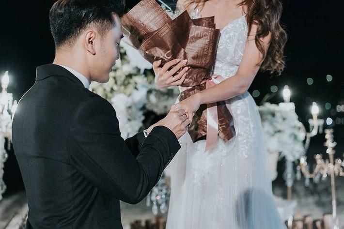 Nhẫn cầu hôn của các người đẹp Việt: Chiếc nào chiếc nấy đính kim cương siêu to với mức giá siêu khủng - Ảnh 6.