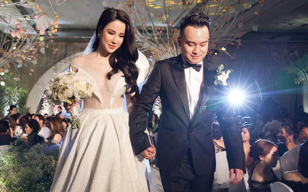 Trước Đông Nhi - Ông Cao Thắng, showbiz Việt đã nhiều lần rộn ràng với những màn cầu hôn đi vào lịch sử! - Ảnh 13.