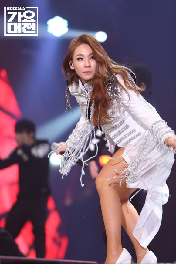 Xem lại màn trình diễn huyền thoại của CL và Lee Hyori, netizen thổn thức: Các chị đại của Kpop đã đi đâu hết rồi? - Ảnh 3.