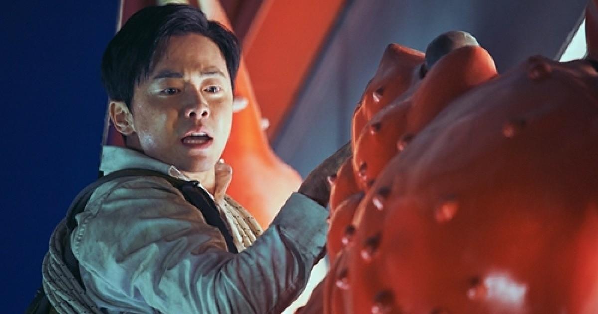 Jo Jung Suk: Đổi đời nhờ làm thầy giáo dạy hôn, phim nào có anh tham gia cứ an tâm móc tiền ra xem! - Ảnh 9.