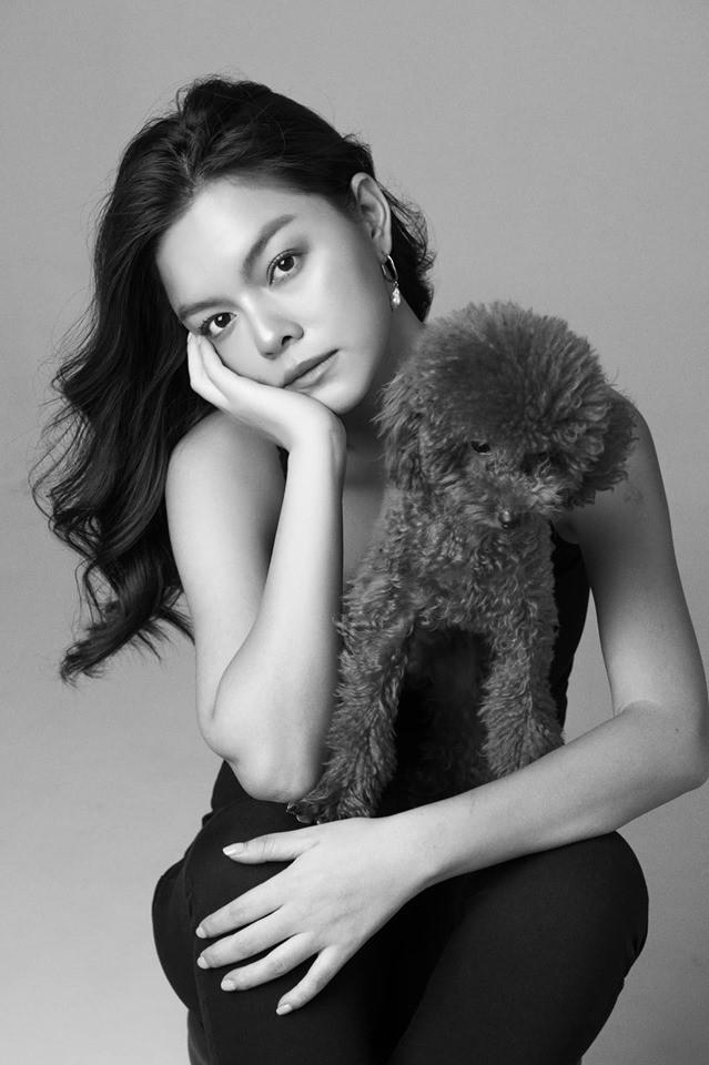 Phạm Quỳnh Anh ngày càng xinh đẹp và gợi cảm, tung bộ ảnh đơn sắc mừng tuổi 35 mà ngỡ 25 - Ảnh 4.