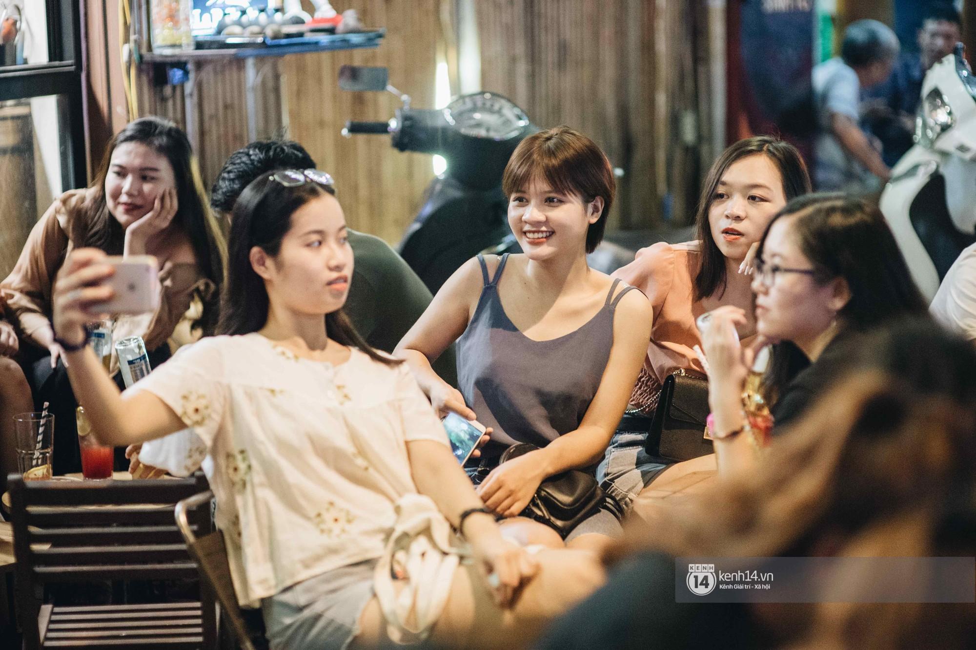 VZN News: Giới trẻ Hà Nội đổ xô đi thử bia úp ngược: chật kín chỗ, nhiều khách phải ngậm ngùi đi về - Ảnh 10.