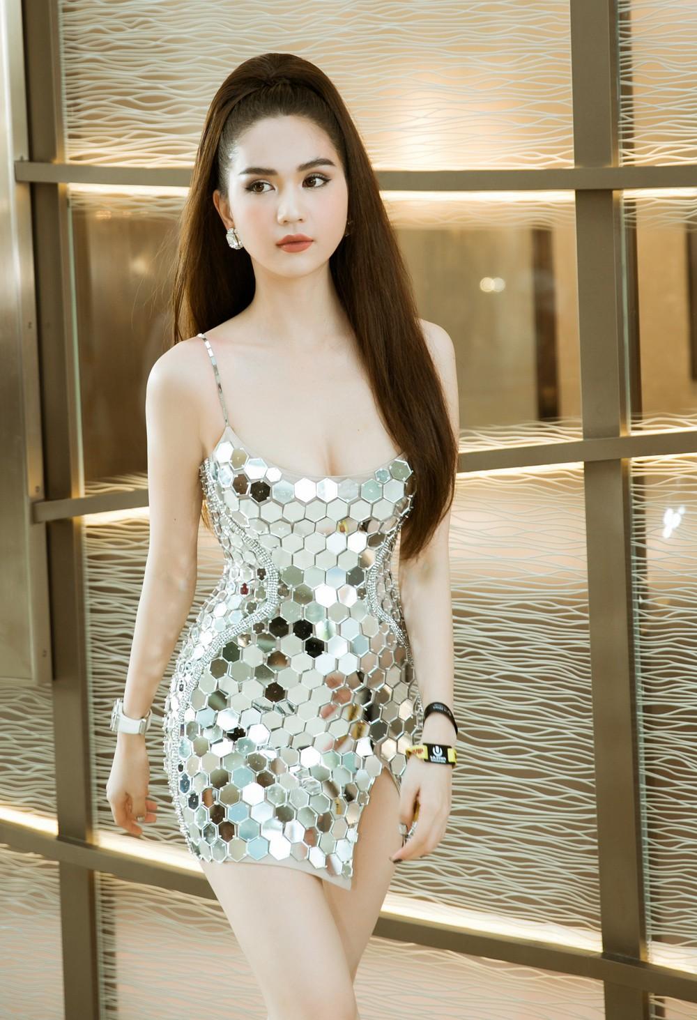 VZN News: Bích Phương đụng Ngọc Trinh: Đầm đã bốc như thế này thì mặc vào, nàng nào đu đưa hơn? - Ảnh 4.