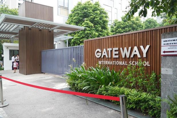 VZN News: Làm rõ lời khai của người đưa đón trẻ trường Gateway: Liệu có bóng bay trên xe, camera nhà trường có bị cắt ghép? - Ảnh 1.