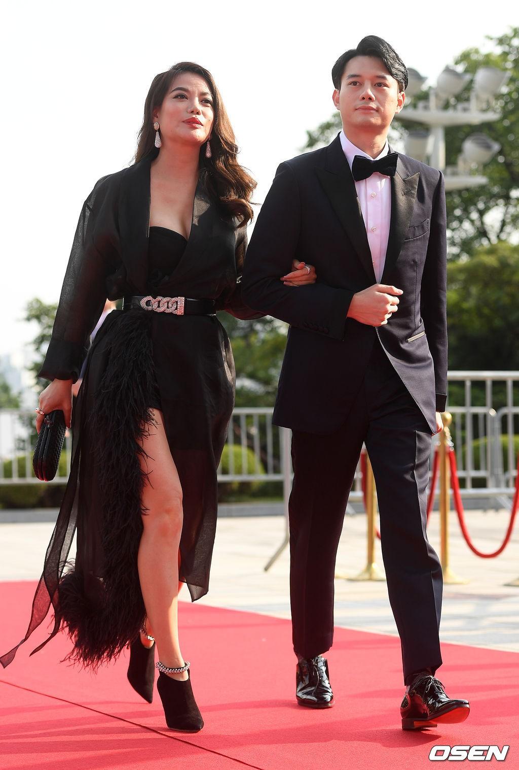 VZN News: Thảm đỏ Seoul Drama Awards: Trương Ngọc Ánh - Anh Dũng tự tin, Ji Chang Wook quá bảnh, Jang Nara bị dàn mỹ nhân lấn át - Ảnh 1.