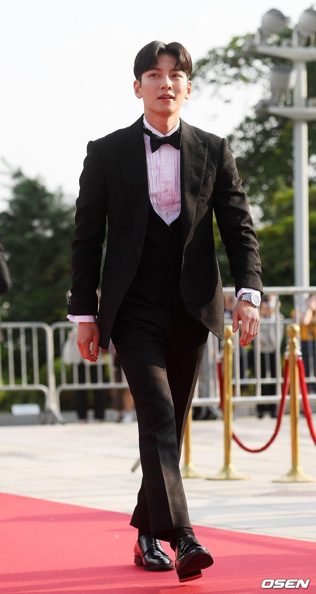 VZN News: Thảm đỏ Seoul Drama Awards: Trương Ngọc Ánh - Anh Dũng tự tin, Ji Chang Wook quá bảnh, Jang Nara bị dàn mỹ nhân lấn át - Ảnh 14.
