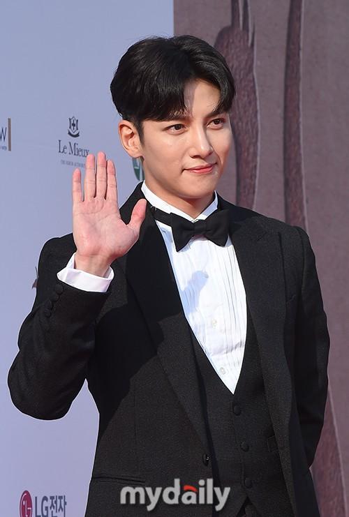 VZN News: Thảm đỏ Seoul Drama Awards: Trương Ngọc Ánh - Anh Dũng tự tin, Ji Chang Wook quá bảnh, Jang Nara bị dàn mỹ nhân lấn át - Ảnh 17.
