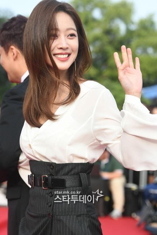 VZN News: Thảm đỏ Seoul Drama Awards: Trương Ngọc Ánh - Anh Dũng tự tin, Ji Chang Wook quá bảnh, Jang Nara bị dàn mỹ nhân lấn át - Ảnh 22.