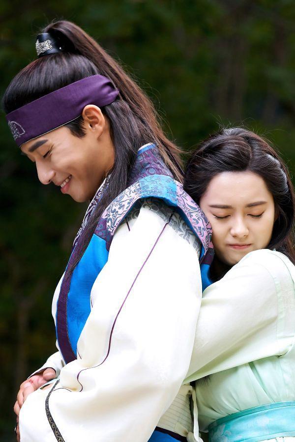 """Hậu cung màn ảnh của Park Seo Joon: Mới kết nạp """"tình tin đồn"""" của Lee Jong Suk, từng hôn đàn chị """"thất điên bát đảo"""" - Ảnh 11."""