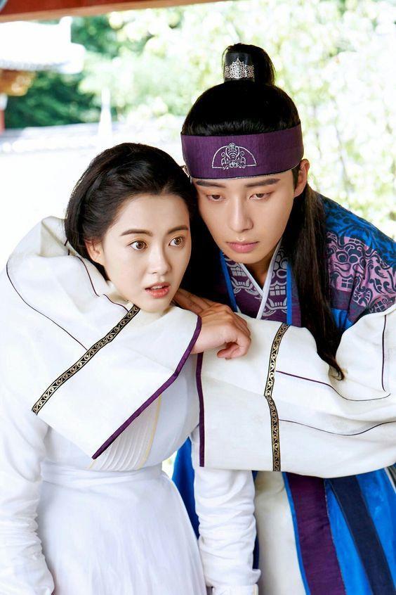 """Hậu cung màn ảnh của Park Seo Joon: Mới kết nạp """"tình tin đồn"""" của Lee Jong Suk, từng hôn đàn chị """"thất điên bát đảo"""" - Ảnh 10."""