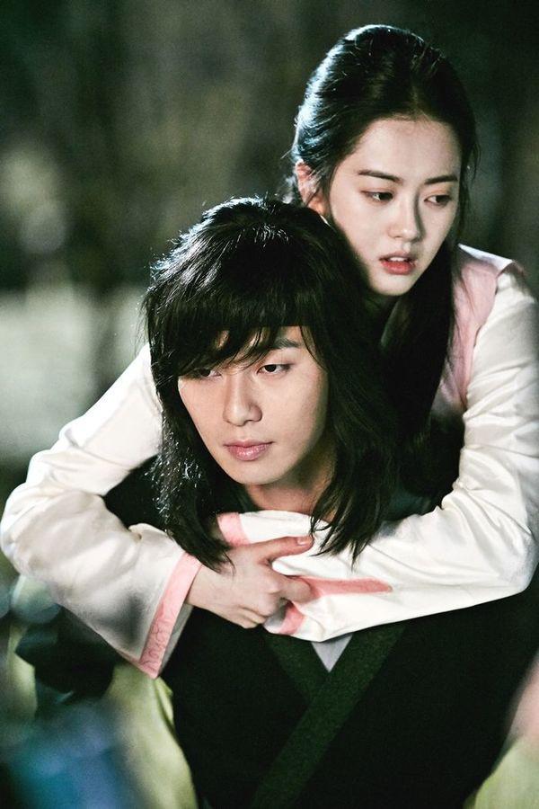 """Hậu cung màn ảnh của Park Seo Joon: Mới kết nạp """"tình tin đồn"""" của Lee Jong Suk, từng hôn đàn chị """"thất điên bát đảo"""" - Ảnh 9."""