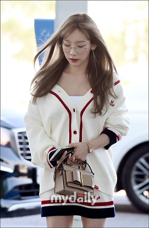 VZN News: Màn đọ sắc cực hiếm của 2 thánh eo thon Lisa và Taeyeon tại sân bay: Idol hot nhất Gen3 liệu có vượt mặt đàn chị? - Ảnh 3.