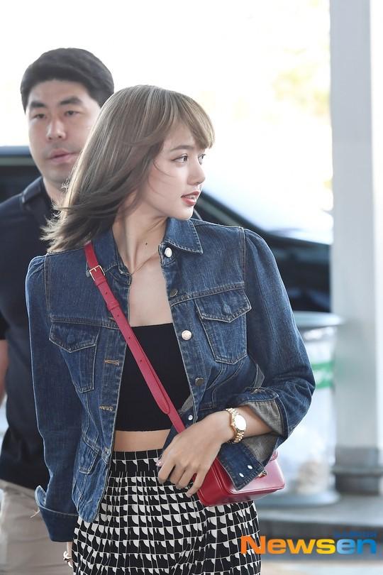 VZN News: Màn đọ sắc cực hiếm của 2 thánh eo thon Lisa và Taeyeon tại sân bay: Idol hot nhất Gen3 liệu có vượt mặt đàn chị? - Ảnh 11.