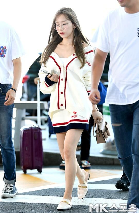VZN News: Màn đọ sắc cực hiếm của 2 thánh eo thon Lisa và Taeyeon tại sân bay: Idol hot nhất Gen3 liệu có vượt mặt đàn chị? - Ảnh 1.