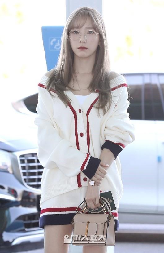 VZN News: Màn đọ sắc cực hiếm của 2 thánh eo thon Lisa và Taeyeon tại sân bay: Idol hot nhất Gen3 liệu có vượt mặt đàn chị? - Ảnh 2.