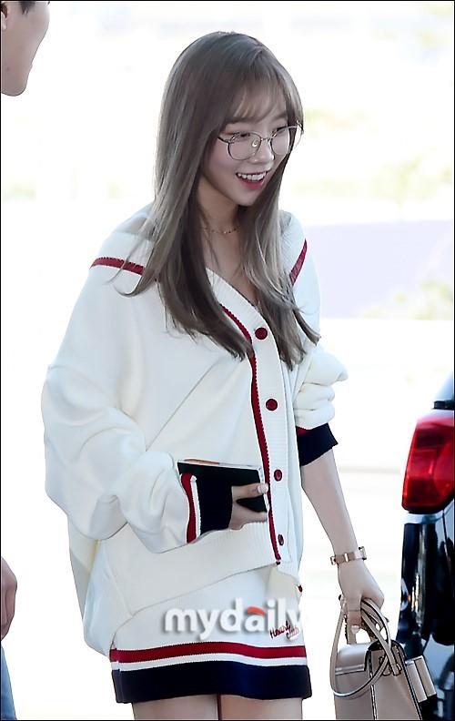 VZN News: Màn đọ sắc cực hiếm của 2 thánh eo thon Lisa và Taeyeon tại sân bay: Idol hot nhất Gen3 liệu có vượt mặt đàn chị? - Ảnh 4.