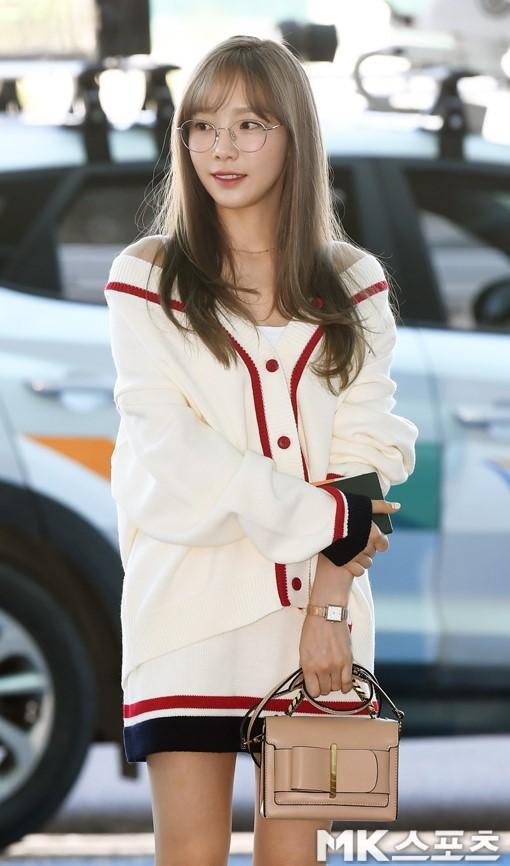 VZN News: Màn đọ sắc cực hiếm của 2 thánh eo thon Lisa và Taeyeon tại sân bay: Idol hot nhất Gen3 liệu có vượt mặt đàn chị? - Ảnh 5.