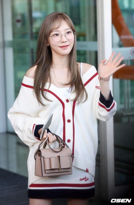 VZN News: Màn đọ sắc cực hiếm của 2 thánh eo thon Lisa và Taeyeon tại sân bay: Idol hot nhất Gen3 liệu có vượt mặt đàn chị? - Ảnh 6.