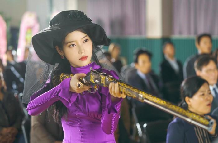 Không chỉ dọa người ta sợ mất vía, mấy hồn ma Hotel Del Luna còn lên án hàng loạt vấn nạn xã hội đáng sợ xứ Hàn - Ảnh 6.