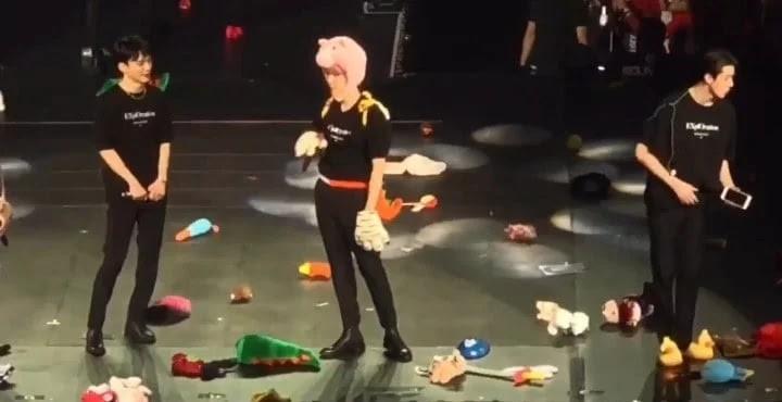 VZN News: Tranh cãi chuyện BTS, BLACKPINK và loạt idol chịu cảnh fan ném quà lên sân khấu: Trao yêu thương chứ đừng tạo chấn thương! - Ảnh 9.