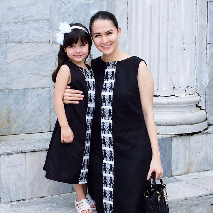 """VZN News: Marian Rivera xứng danh là """"bà mẹ đẹp nhất Philippines"""" khi không chỉ xinh đẹp mà còn rất chăm lên đồ điệu đà với con - Ảnh 1."""