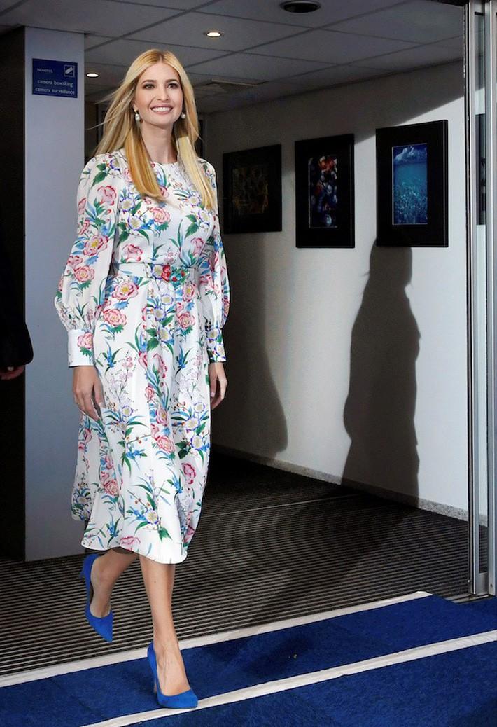 VZN News: Mặc đẹp cũng khổ: con gái Tổng thống Trump mặc lại váy cũ vẫn bị dị nghị chỉ vì mặc... quá đẹp - Ảnh 4.