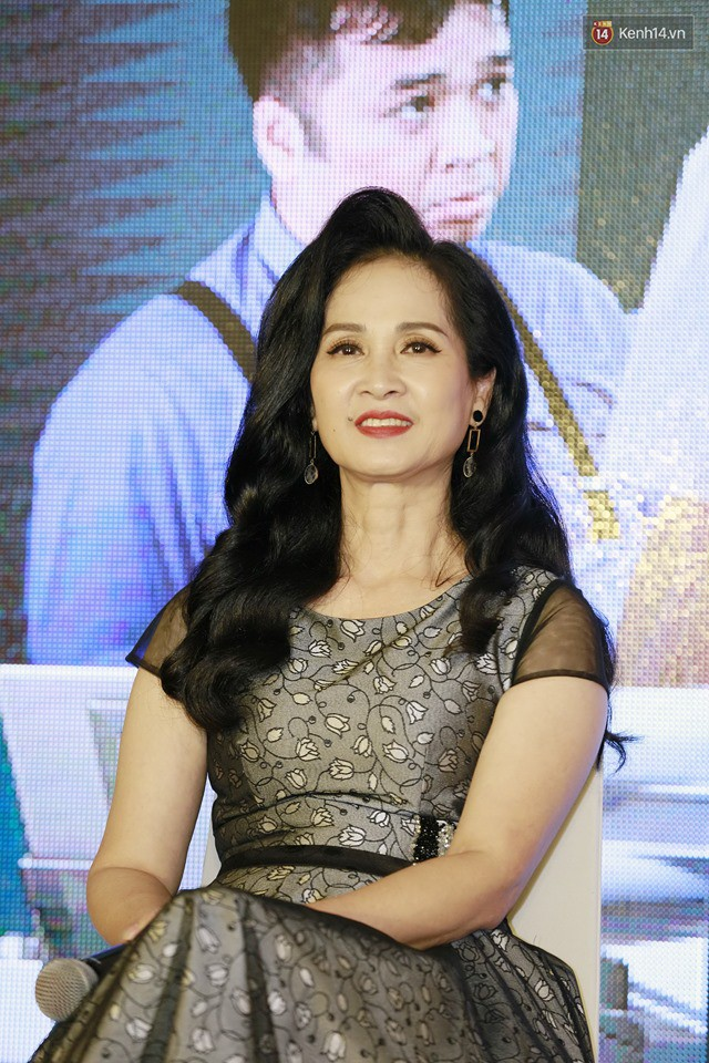 Diện đầm xòe công chúa, mẹ chồng quốc dân Lan Hương chặt đẹp dàn mỹ nhân phim nối sóng Về Nhà Đi Con - Ảnh 2.